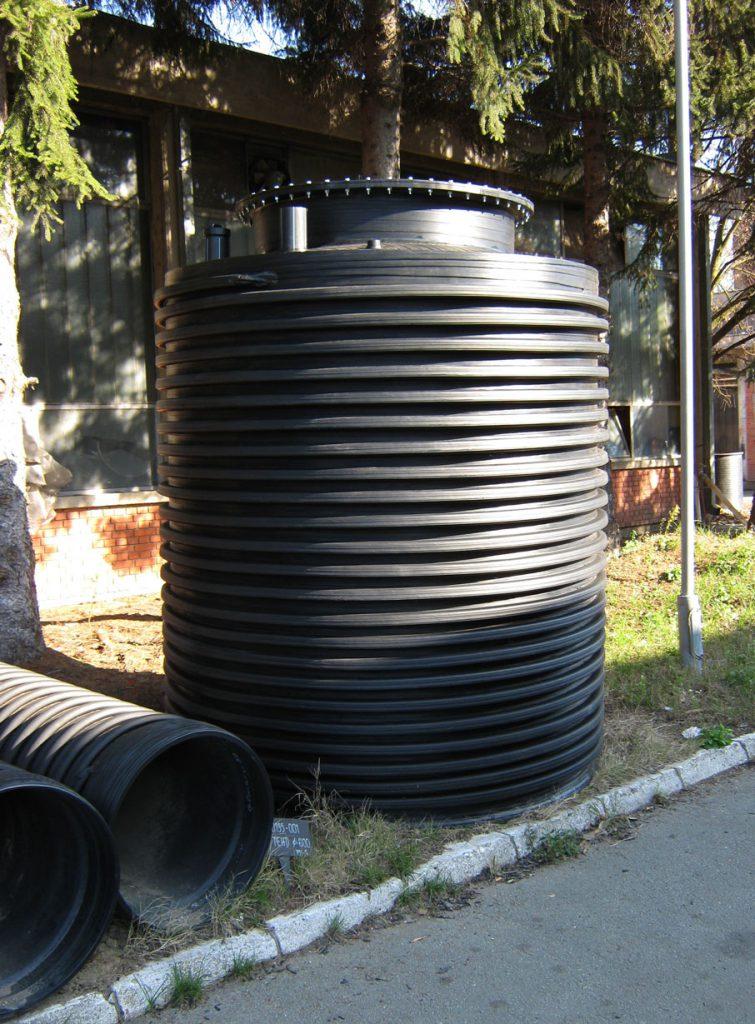 Plastični rezervoar za vodu vertikalni